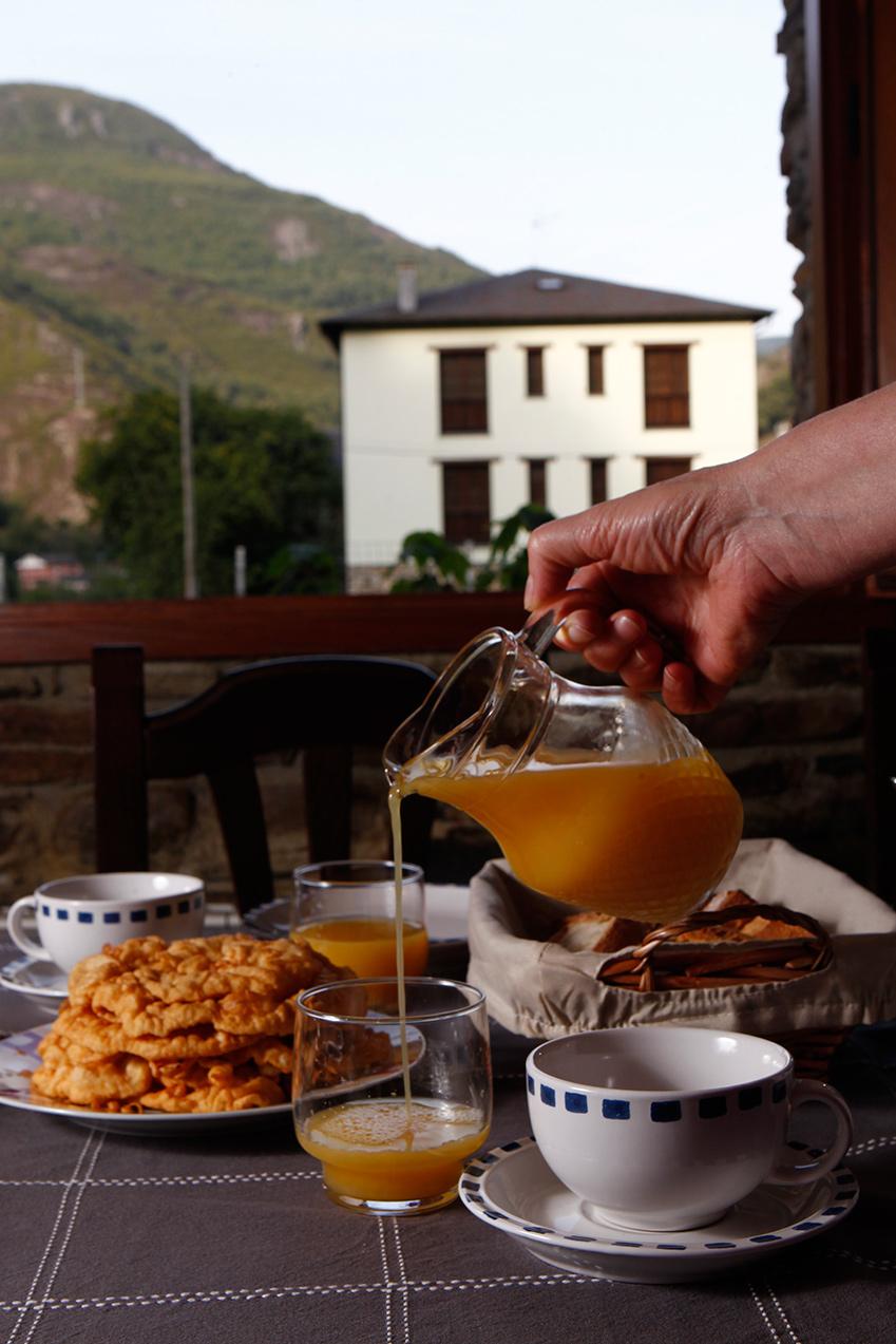 Desayuno casero casa xuaqu n apartamentos y turismo rural moal cangas del narcea - Desayunos en casa ...